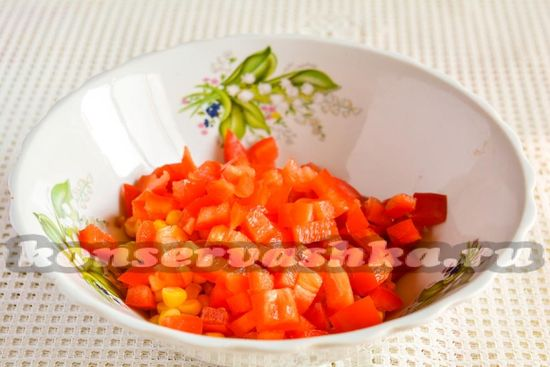 Добавить перец к овощам