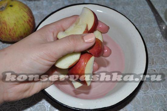 выложим яблоки