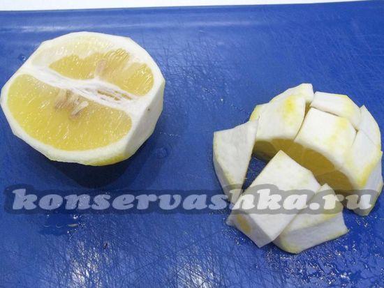 Лимон нарезан кубиками