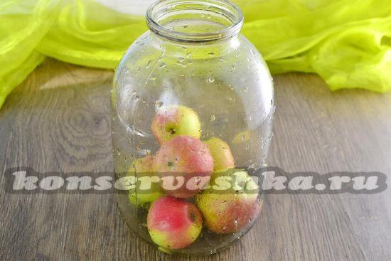 выложить в банки яблоки