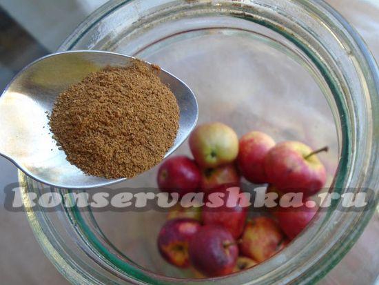 Добавьте корицу к яблокам