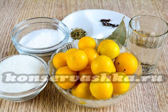 Ингредиенты для алычи как оливки на зиму