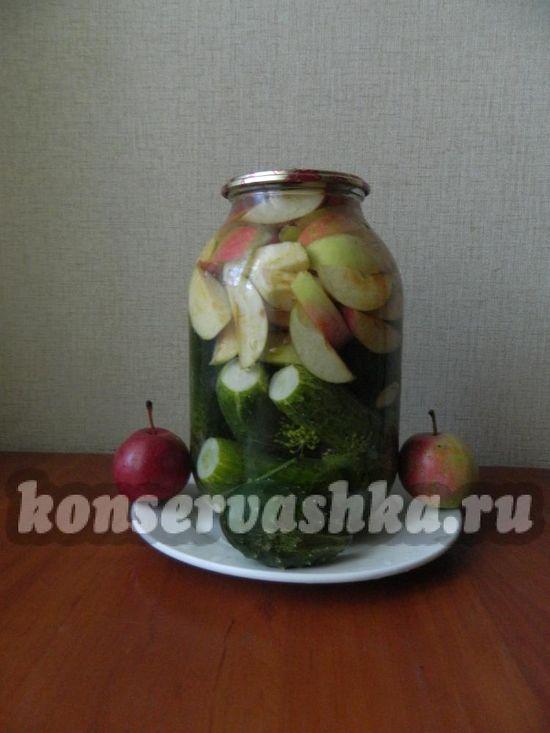Огурцы с яблоками