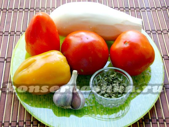 Ингредиенты для приготовления баклажан в томате с болгарским перцем