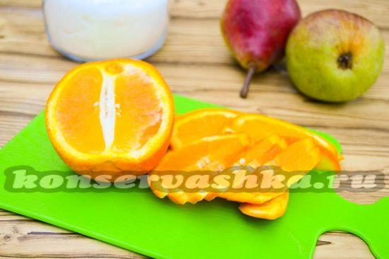 Нарезаем апельсин на тонкие дольки,