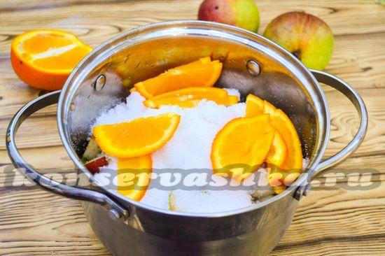 Добавить кусочки апельсина