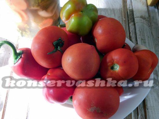 для приготовления томатного соуса с солёными огурцами в мультиварке нам понадобится