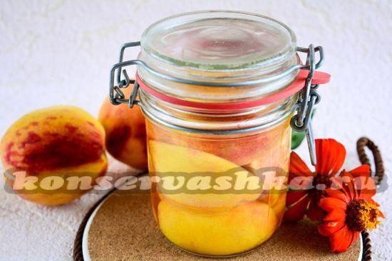 Половинки персиков на зиму