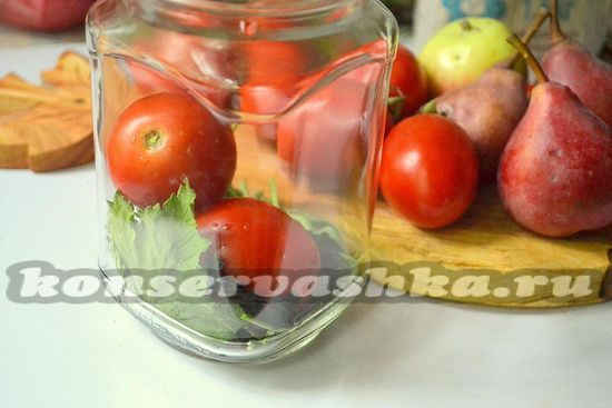 выложить в банку помидоры