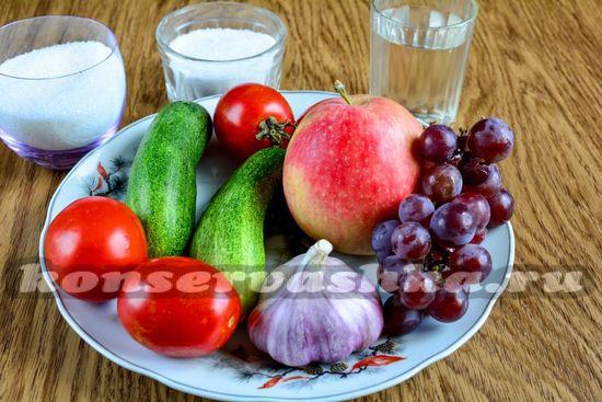 Ингредиенты для приготовления ассорти из слив и винограда