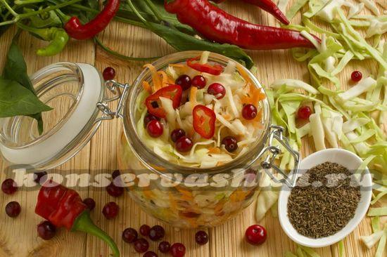 Рецепт капусты квашеной с клюквой и чили