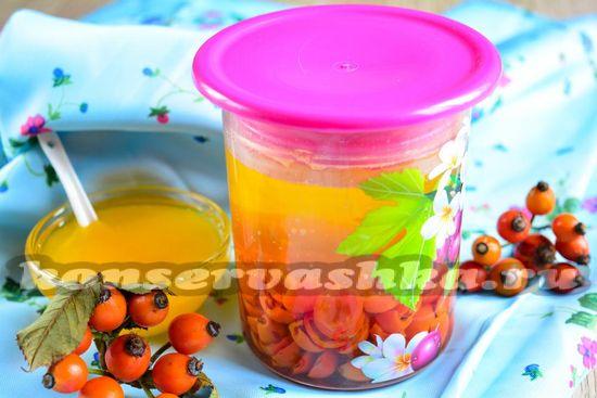 Рецепт бодрящего компота с медом и шиповником
