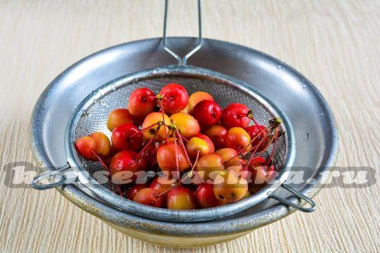 Промыть яблоки