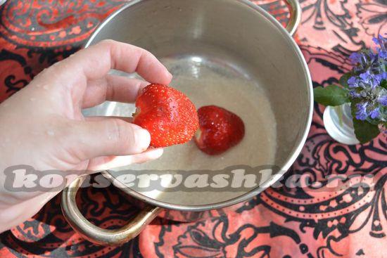 выкладываем клубнику
