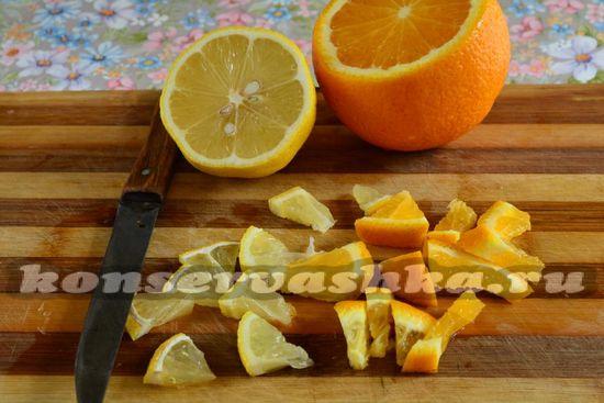 Нарезать лимон и апельсин