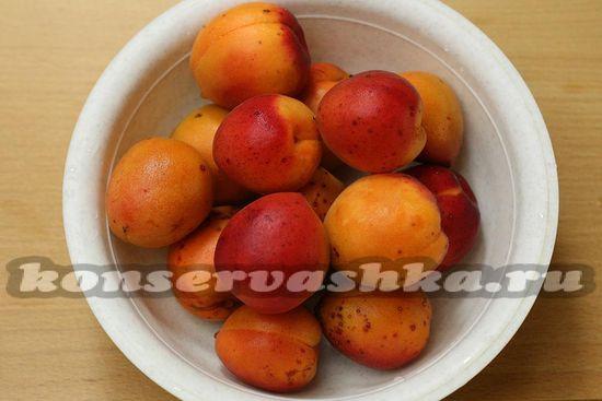 подготовили абрикосы для компота