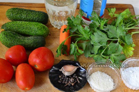 Ингредиенты для приготовления ассорти из помидор и огурцов