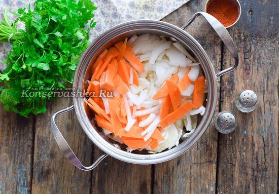 добавить морковку, лук