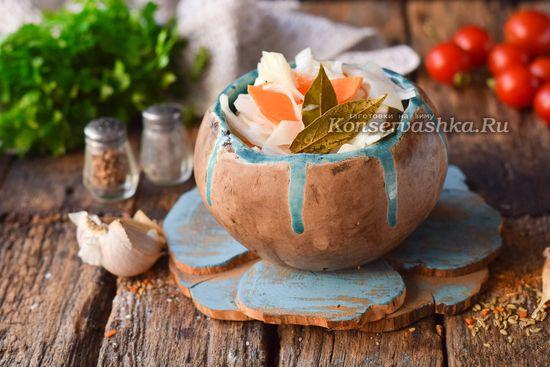 Капуста быстрого посола залитая горячим маринадом, рецепт с фото