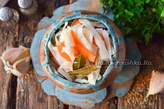 рецепт капусты быстрого посола, залитого горячим маринадом