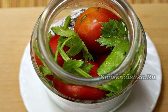заполнили банки помидорами