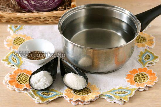 Ингредиенты для приготовления краснокачанной квашеной капусты