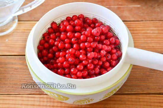 перебираем ягоды