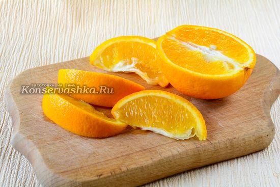 Нарезать апельсины