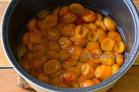 варенье из абрикосов достаем из мультиварки