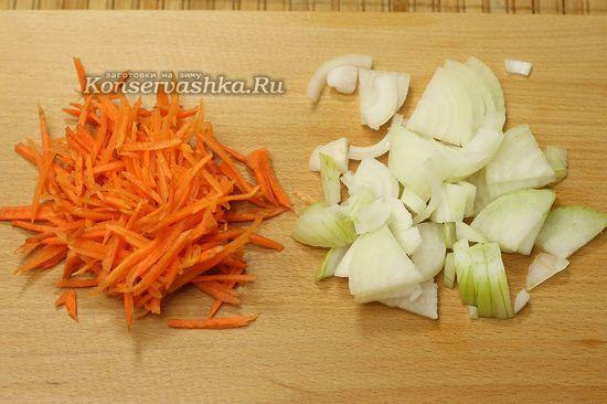 нарезали морковь, лук