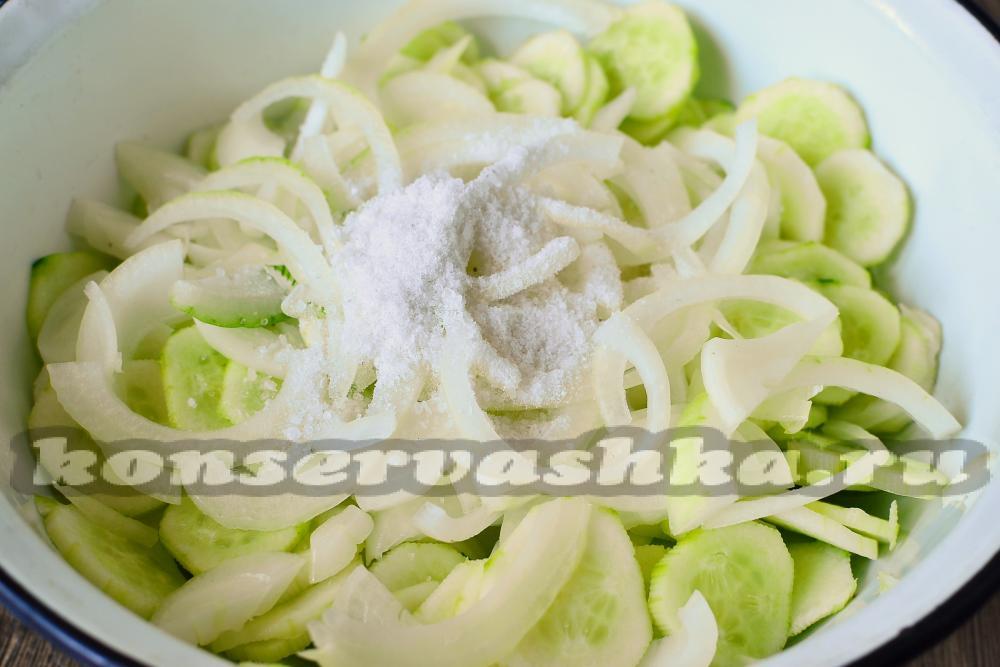 рецепт салата с огурцов маринованных хрустящих
