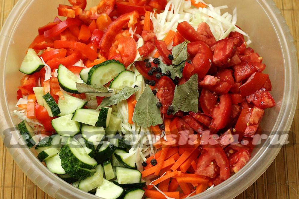 салат капуста лук перец помидоры